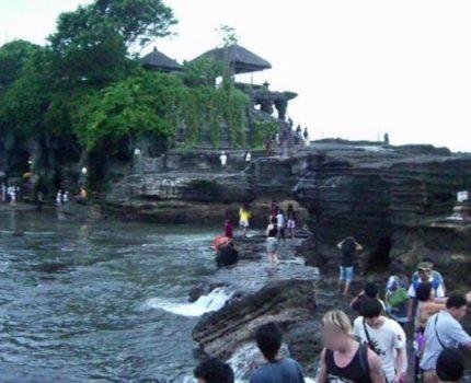 うまうまスペアリブ・ヌリーズワルン(Nuri's Warung)でランチ そしてタナロット寺院 (Tanah Lot )