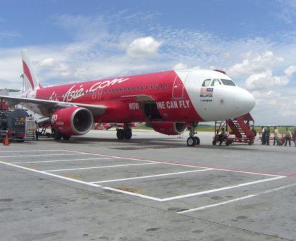 はじめのエアーアジア (Air Asia ) で マレーシア クアラルンプール (Malaysia Kuala Lumpur)