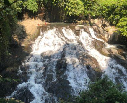 バリ島 ゴア ラウの滝 ( Goa Rang Reng Waterfall ) 現地ガイドに要注意