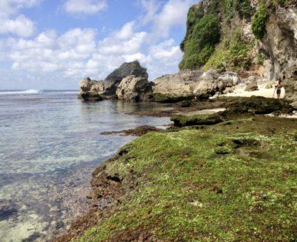 バリ島 綺麗なビーチ ブルー ポイントビーチ & 断崖の絶景ポイントに建つホテル ブルー ポイント ベイ ヴィラ  (Blue Point Beach) Bay Villas & Spa)