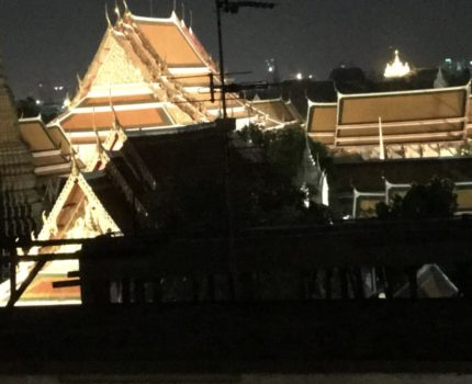 バンコクで乗り継ぎ時間を最大限楽しむ💕 寺院のライトアップが見えるホテル & チャトウチャックウィークエンドマーケットでショッピング& スワンナプーム空港内ミラクルラウンジ✨